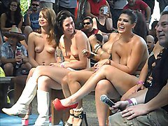 Funny contests at 2014 Nudes-a-Poppin